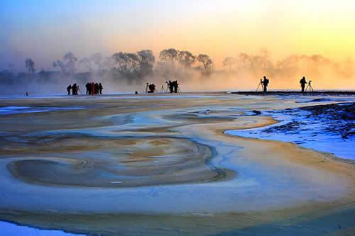 约1小时车程)坐落在乌拉街满族镇的【雾凇岛】,沿途欣赏松花江畔观赏