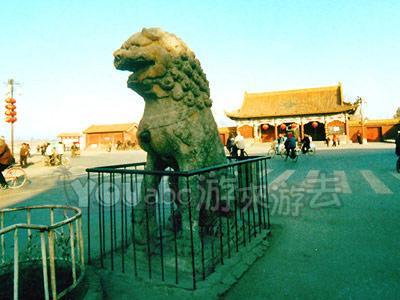 石狮背后的龙亭公园